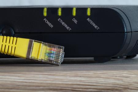 Foto de luminous leds of a dsl modem with a yellow network cable - Imagen libre de derechos