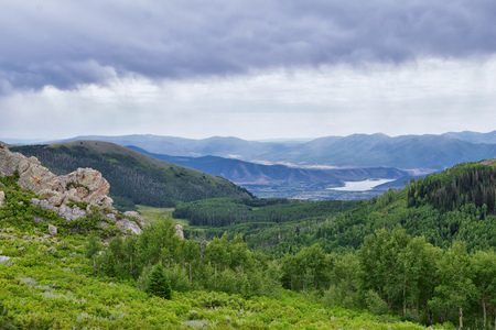 Photo pour Guardsman Pass views of Panoramic Landscape of the Pass, Midway and Heber Valley along the Wasatch Front Rocky Mountains, Summer Forests, Clouds and Rainstorm. Utah, United States. - image libre de droit
