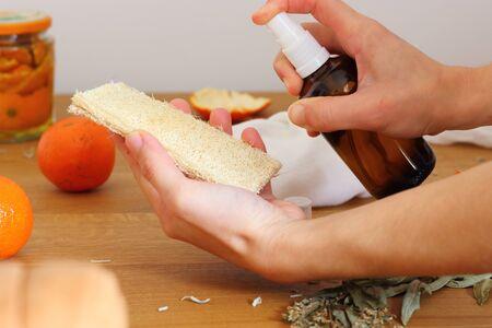 Foto de Vinager of citrus homemade. Natural Environmentally Friendly Ways to Clean Your Home. - Imagen libre de derechos