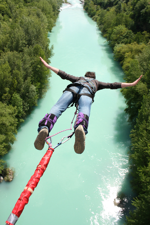 Foto de Bungee jumping in beautiful nature - Imagen libre de derechos