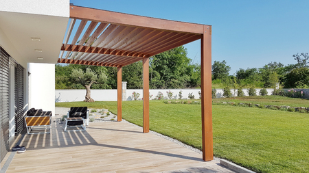Foto de Pergola on passive house with large panoramic windows - Imagen libre de derechos