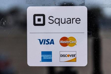 Photo pour Kokomo - Circa August 2017: Modern credit methods including Square, Visa, Master Card, American Express and Discover II - image libre de droit