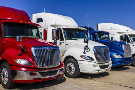Photo pour Indianapolis - Circa September 2017: Colorful Red, White and Blue Semi Tractor Trailer Trucks Lined up for Sale XVIII - image libre de droit