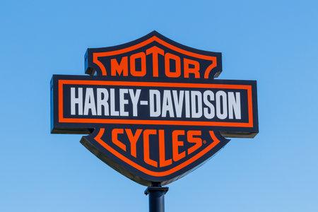Foto de Lafayette - Circa April 2018: Harley-Davidson Local Signage. Harley Davidsons Motorcycles are Known for Their Loyal Following II - Imagen libre de derechos