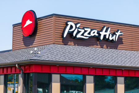 Photo pour Peru - Circa August 2018: Pizza Hut Fast Casual Restaurant. Pizza Hut is a subsidiary of YUM! Brands II - image libre de droit