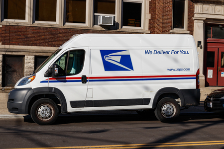 Foto de Cincinnati - Circa February 2019: USPS Post Office Mail Truck. The USPS is Responsible for Providing Mail Delivery I - Imagen libre de derechos