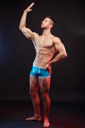 Foto de Young handsome muscular man bodybuilder with perfect abs, should - Imagen libre de derechos