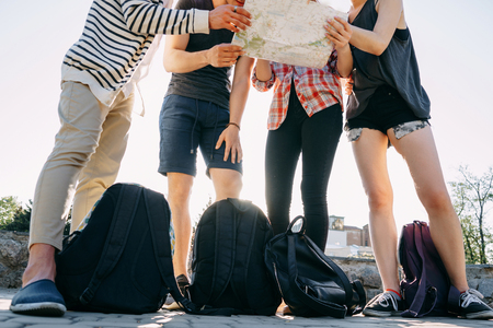 Photo pour People with backpacks and city map - image libre de droit