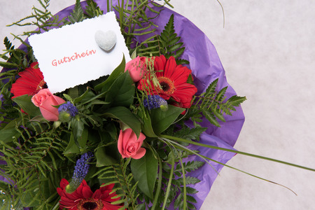 Photo pour Bouquet of Flowers with card all the best in German - image libre de droit