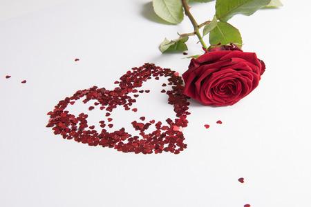 Photo pour Rose and heart of hearts as love sign - image libre de droit