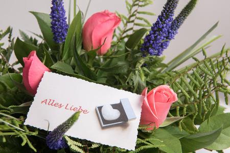 Photo pour Bouquet of Flowers with card all the best in German - image libre de droit