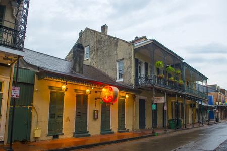 Foto de Historic Buildings on Bourbon Street between Orleans Street and St Ann Street in French Quarter in New Orleans, Louisiana, USA. - Imagen libre de derechos