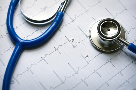 Foto de stethoscope with electrocardiogram - Imagen libre de derechos