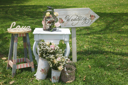 Foto de Wood hand made welcome wedding decoration signs - Imagen libre de derechos