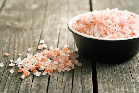 Photo pour Himalayan salt on old wooden table - image libre de droit