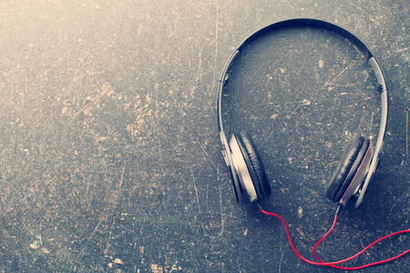 Photo pour the vintage shot of headphones - image libre de droit