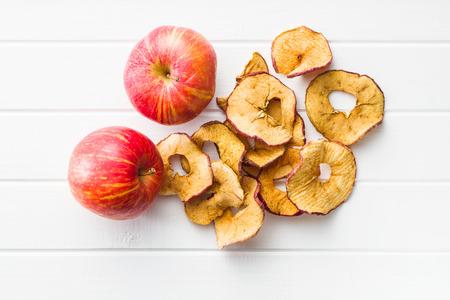 Photo pour Dried apple slices on white table. - image libre de droit