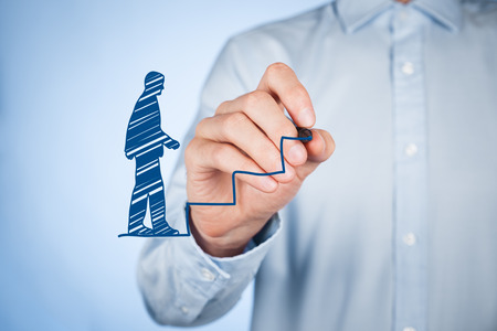 Foto de Personal development (personal growth), success, progress and potential concepts. Male coach (human resources officer, supervisor) draw stairs to help employee with his growth. - Imagen libre de derechos