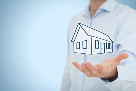 Photo pour Real estate agent offer house. Property insurance, mortgage and real estate services concept. - image libre de droit