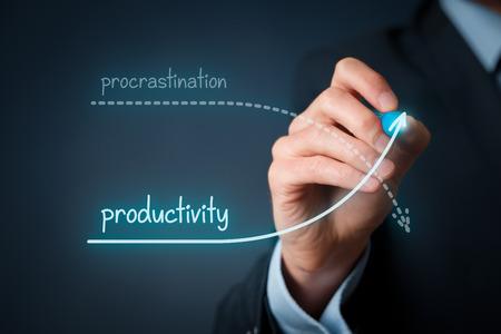 Foto de Procrastination vs. productivity contest. Improve your productivity and hold back procrastination. - Imagen libre de derechos