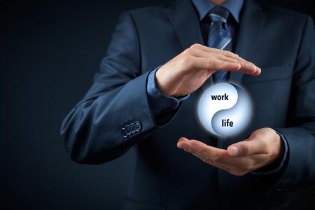 Foto de Work life (work-life) balance concept. Life coach (career manager) give advice about work-life balance, wide composition. - Imagen libre de derechos