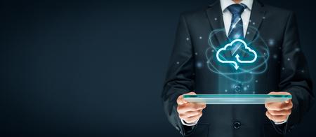 Photo pour Cloud computing concept - connect to cloud. Businessman or information technologist with cloud computing icon. - image libre de droit