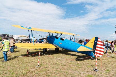 Photo pour Boeing Stearman Kaydet aircraft during Air Show - image libre de droit