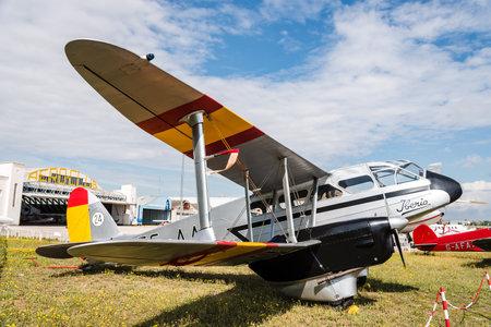 Photo pour De Havilland DH89 Dragon Rapide aircraft during air show - image libre de droit