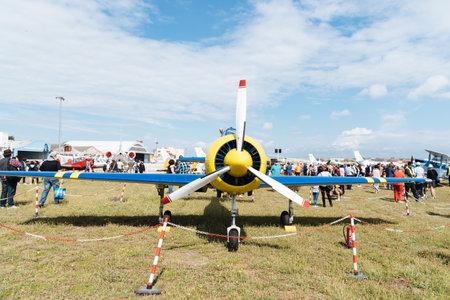 Photo pour Yak 52 Russian aerobatic aircraft during air show - image libre de droit