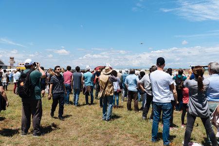 Photo pour People during air show of historic aircraft - image libre de droit