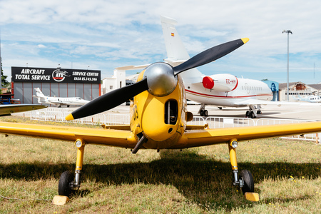 Photo pour De Havilland DHC-1 Chipmunk aircraft during air show - image libre de droit