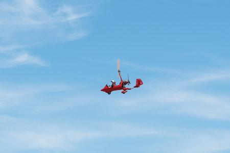 Photo pour Red color ELA 07 autogiro during air show - image libre de droit
