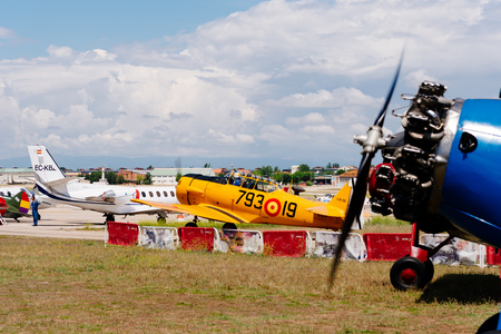 Photo pour North American T-6 Texan DUN aircraft during air show - image libre de droit
