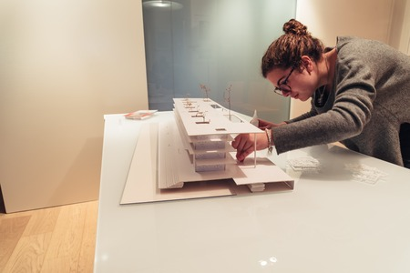 Foto de Female architect working on architecture model on table - Imagen libre de derechos
