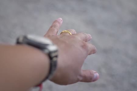 Photo pour The married man wore his left ring finger. - image libre de droit
