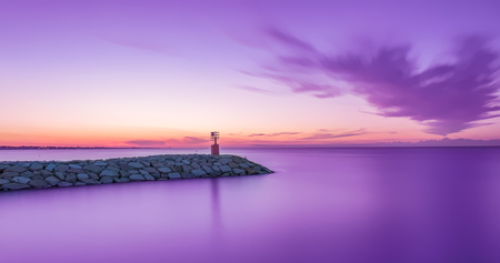 Photo pour seascape sunset with purple sky and sea. Long exposure - image libre de droit