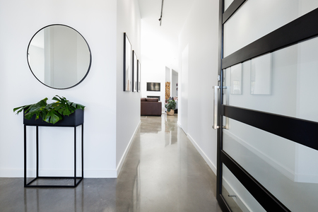 Foto de Contemporary home entry hall with polished concrete floors - Imagen libre de derechos