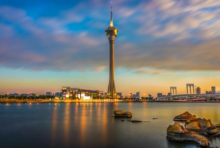 Photo pour Macau Tower and Ponte de Sai Van Bridge at dusk. Scenery view shooting from Sai Van Lake. - image libre de droit