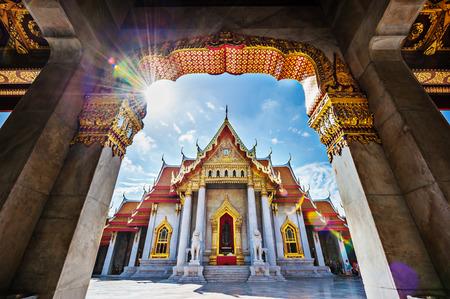 Foto de The Marble Temple, Wat Benchamabopitr Dusitvanaram Bangkok THAILAND - Imagen libre de derechos