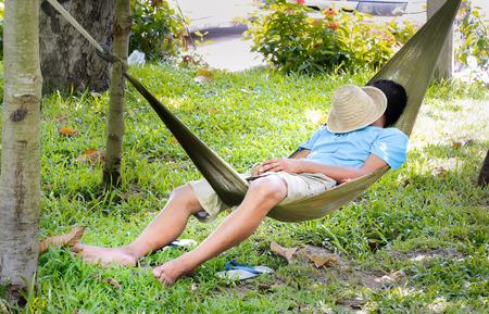 Foto de man sleep in a hammock - Imagen libre de derechos