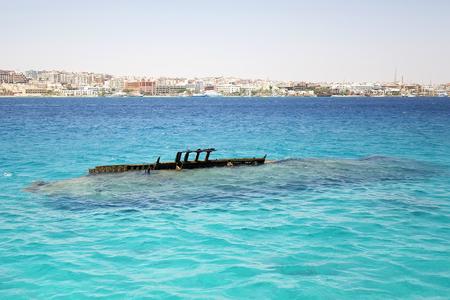 Foto de Ship wreck in the Red Sea - Imagen libre de derechos