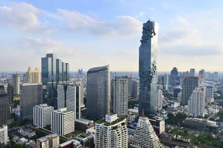 Photo pour View commercial modern building and condominium in city downtown Bangkok Thailand - image libre de droit