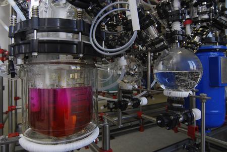 Foto de manufacture of medicines at a drug factory. crimson liquid in a flask - Imagen libre de derechos