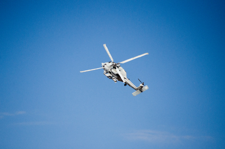 Foto de Fly maneuvering, nose up blue sky background - Imagen libre de derechos