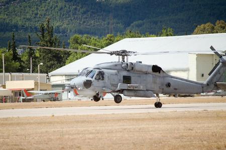 Foto de landing on airfield, one back wheel touches the ground - Imagen libre de derechos