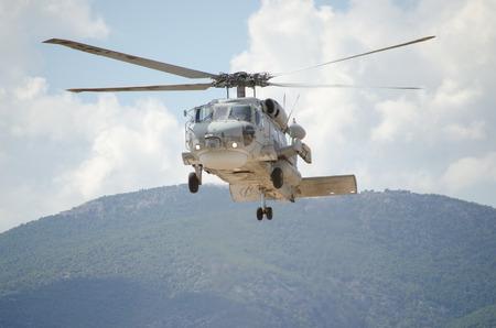 Foto de approach landing exhaust gas mountain background - Imagen libre de derechos