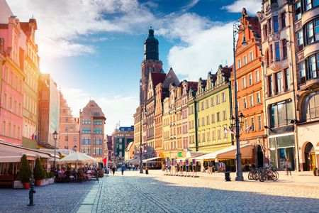 Photo pour Colorful morning scene on Wroclaw Market Square with St. Elisabeth church. Sunny cityscape in historical capital of Silesia, Poland, Europe. Artistic style post processed photo. - image libre de droit