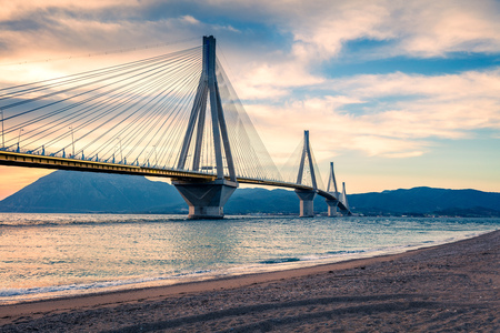 Photo pour Dramatic evening scene with Rion-Antirion Bridge. Colorful spring scene of the Gulf of Corinth, Greece, Europe. - image libre de droit
