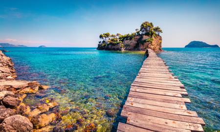 Photo pour Bright spring view of the Cameo Island. Picturesque morning scene on the Port Sostis, Zakinthos island, Greece, Europe. - image libre de droit