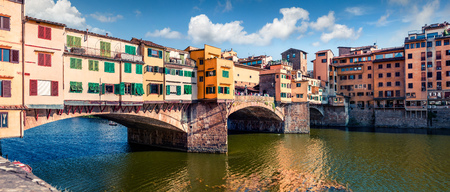 Photo pour Picturesque medieval arched river bridge with Roman origins - Ponte Vecchio over Arno river. Colorful spring morning view of Florence, Italy, Europe. Traveling concept background. - image libre de droit